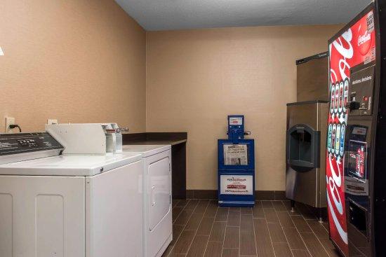 Comfort Suites: LAUNDRY