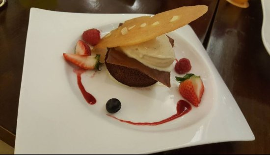 The Coffee Connoisseur: The best dessert combination of vanilla ice cream and chocolate cake!