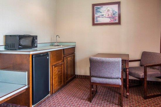 Milwaukie, OR: King Suite