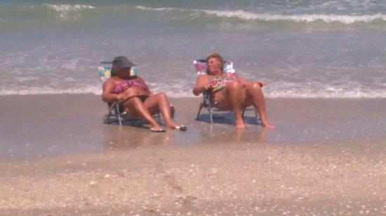 Jensen Beach, FL: Nice beach clean