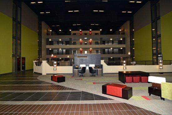 มอร์แกนทาวน์, เพนซิลเวเนีย: Atrium