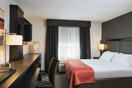 Holiday Inn Express & Suites Boston - Cambridge: King Bed Guest Room