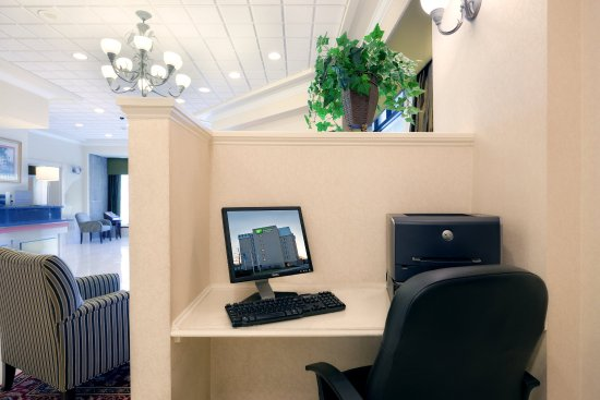 Holiday Inn Express & Suites Boston - Cambridge: Business Center