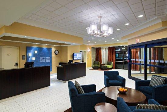 Holiday Inn Express & Suites Boston - Cambridge: Hotel Lobby