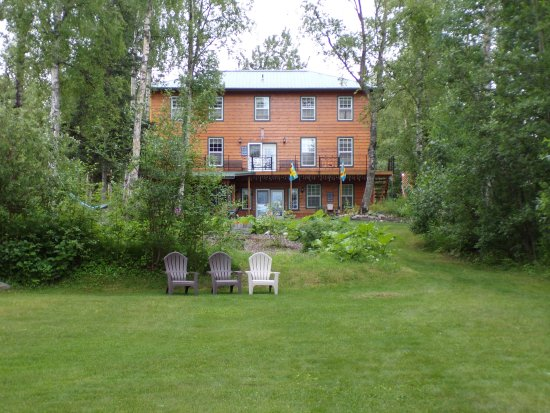 Alaska's Lake Lucille Bed & Breakfast: Rear yard