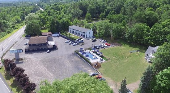 Hotel Dylan: Our hotel, gift shop and Santa Fe restaurant seen from above, all conveniently located.