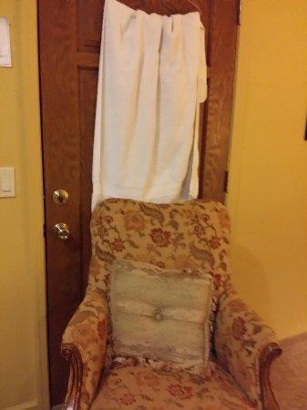 Desperado Inn: See through door