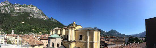 Grand Hotel Riva: Mountain view from rooftop terrace