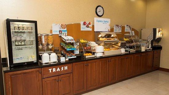 Boonville, MO: Breakfast Bar