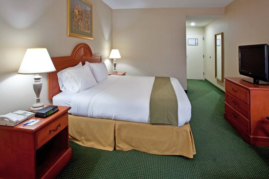 Holiday Inn Express Anderson: King Bed Guest Room