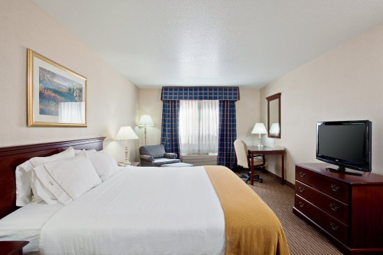 Holiday Inn Express Hotel & Suites Jackson: King Suite