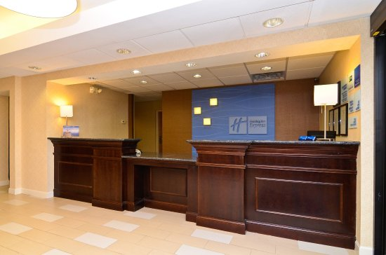 Holiday Inn Express Stone Mountain: Front Desk