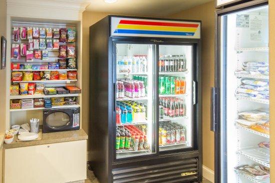 Holiday Inn Express Auburn: Vending