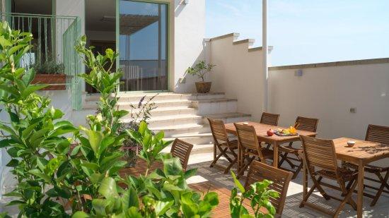 terrazza attrezzata - Picture of La Filanda, Casamassella ...