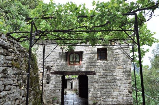 Monodendri, Grecia: Agia Paraskevi Monastery