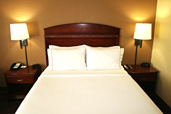 Lincoln, IL: Triple-Sheeted Queen bed with soft & firm pillow choice