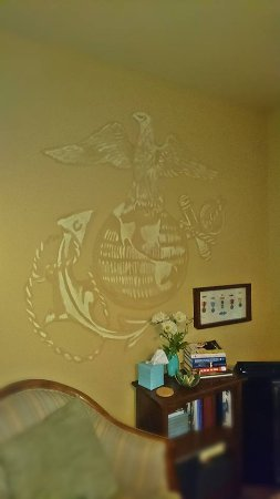 Addison, Pensilvania: The Marine's emblem in the Patriot's Suite.