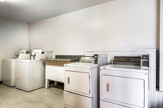 Quality Inn Opelika : Laundry