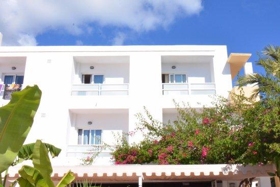 Hostal Roca Plana : Camere vista piscina