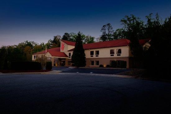 Red Roof Inn Hendersonville: Exterior