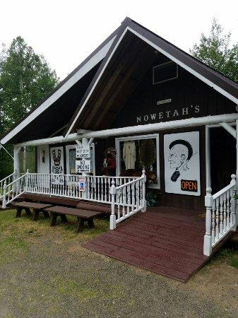 New Portland, เมน: Nowetah's Indian Museum & Store
