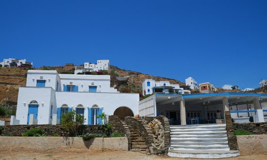 Kionia, Grecia: restaurant from the beach