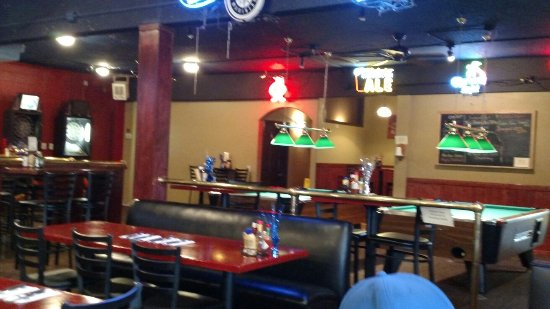 The Oasis Bar and Grill : Large game area. Pool tables, darts etc