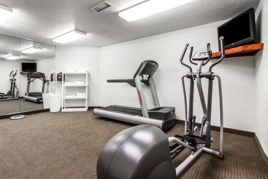 Pleasant Hill, IA: Fitness