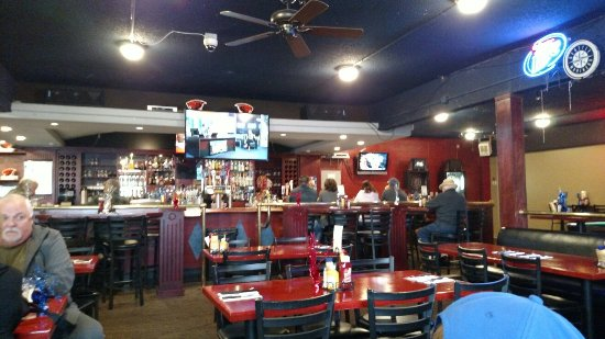 The Oasis Bar and Grill : Large, nice bar