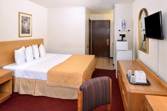 Americas Best Value Inn La Crosse: King Bed