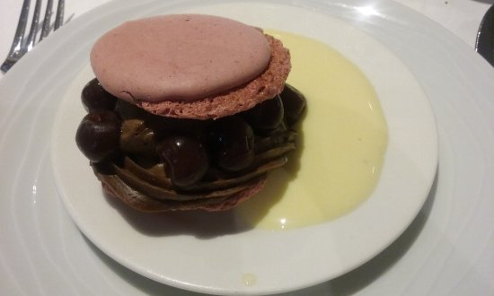 Le Val-d'Ajol, France: Macaron chocolat griottes