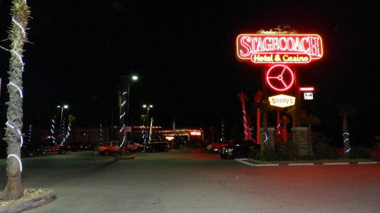 Stagecoach Hotel and Casino: Hotel at Night