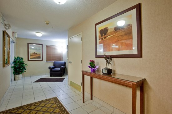 Candlewood Suites - Hampton: Hotel Lobby