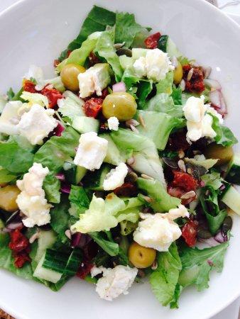 Upstairs Downstairs Cafe: Mediterranean Salad