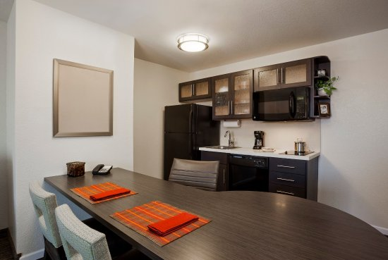 Richfield, Миннесота: One-bedroom suite fully equipped kitchen