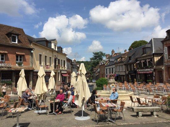 Lyons-la-Foret, Francia: photo1.jpg