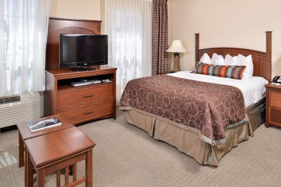 Staybridge Suites Albuquerque North: Guest Room