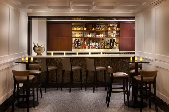 Loews Hotel Vogue: Lux Lounge