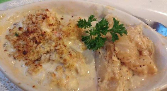 Güney Miami, FL: Maine Lobster Newburg with Scalloped Potatoes.