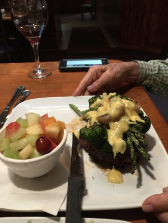 The Swiss Restaurant: Filet Oscar-beef filet mignon topped with crab and asparagus and hollandaise. Delicious!!!!!