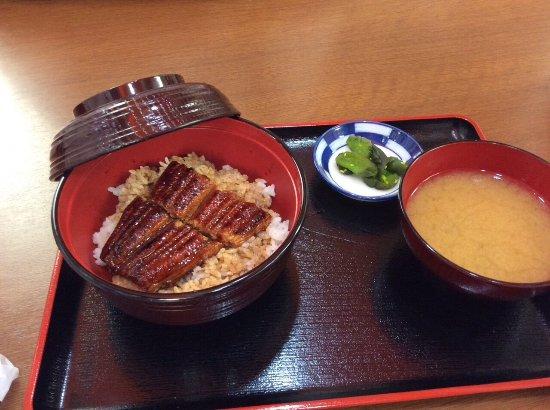 日本大阪市: 廉價好吃的鰻魚飯,我去兩次,兩次都必吃!!!有座位可以坐著食用。