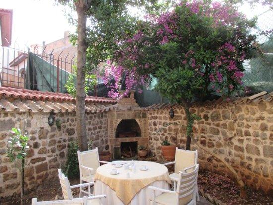Atelya Art Hotel: A peaceful corner for breakfast