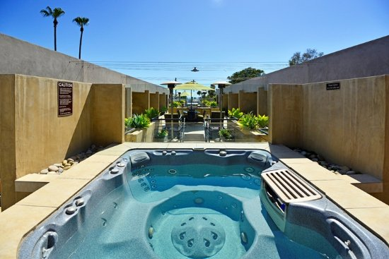 14 West: Outdoor Jacuzzi