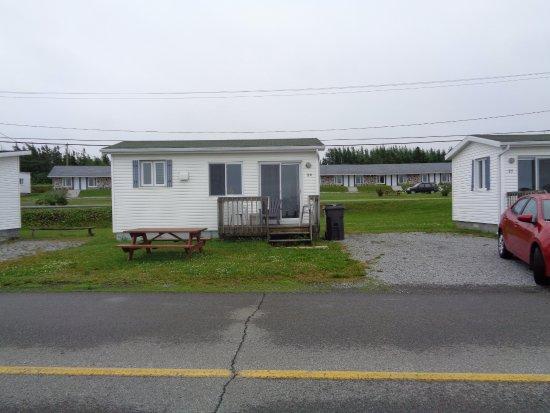 Vista del chalet y al fondo la otra parte de las cabinas for Motel le bic