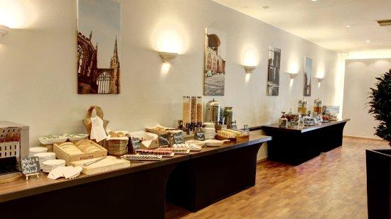Holiday Inn - Coventry M6, Junction 2: Breakfast cereal,toast,juice buffett