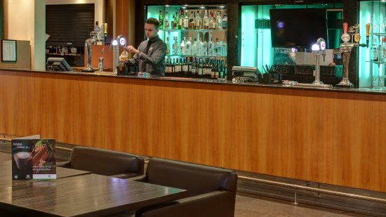 Holiday Inn - Coventry M6, Junction 2: Guest bar/lounge