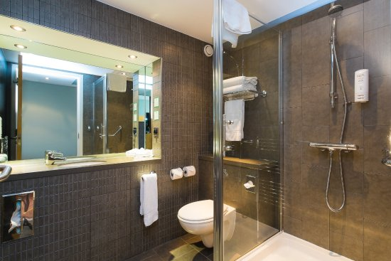 Westhill, UK: Shower room