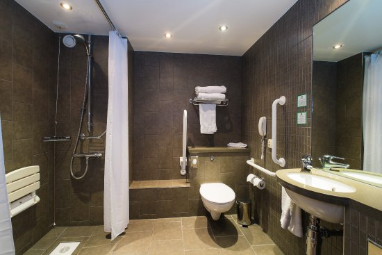 Westhill, UK: Accessible Wetroom