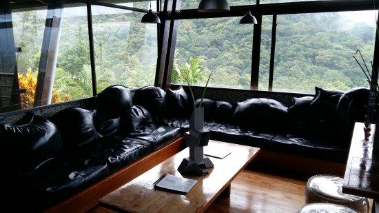 Celeste Mountain Lodge: lounge corner