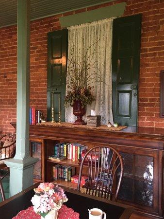 Bird-In-Hand Village Inn & Suites: photo7.jpg